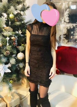 Актуальное новогоднее короткое чёрное базовое платье