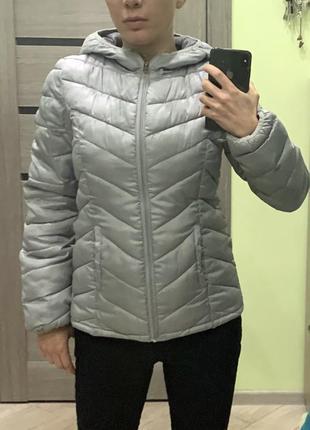 Серебристая куртка размер xs-s