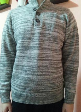 Очень красивый мужской свитер раз.m наш 48