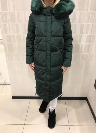 Зелёное длинное пальто тёплое зимнее пальто. mohito. размеры разные.