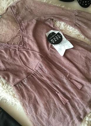 Супер нежная блуза в пудровом цвете, вся в очаровательном кружеве с завязками...🌸💎👑