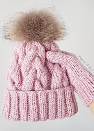 Вязаная шапочка косами и варежки ручной работы