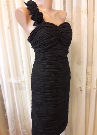 Праздничное жатое платье бюстье с объемными цветами на плече