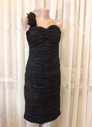 Праздничное жатое платье бюстье с объемными цветами на плече4