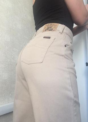 Бежевые мом джинсы jeanjack на высокой посадке
