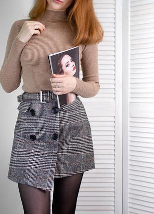 Клетчатая юбка в клетку серая стильная на запах с пуговицами мини юбка с поясом