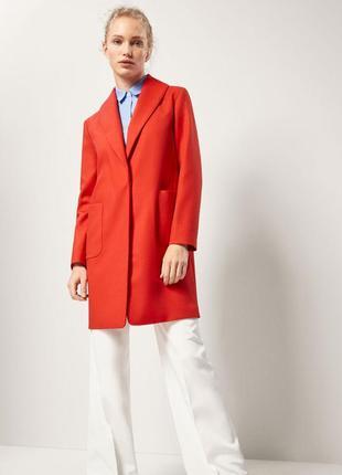 Пальто красное