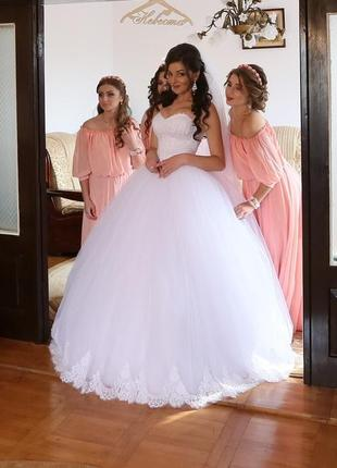 Пишна весілня сукня в стилі vera wang!