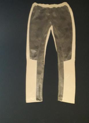 Интересные леггинсы со вставками из кожзама с эффектом потертости. испания