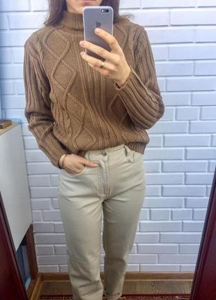 Базовый вязаный коричневый свитер под горло в составе шерсть