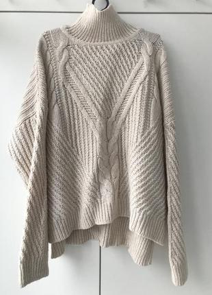 Объемный свободный вязаный свитер