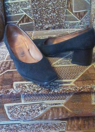 Женские нат.замш туфли,лоферы,балетки,бренд- оригинал.25,5см по стельке.