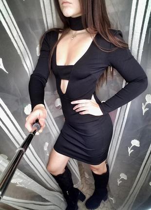 Сексуальное платье с чокером черное короткое