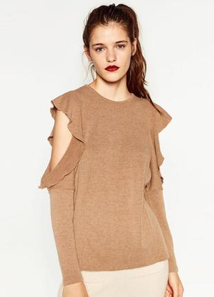 Шикарный свитер с вырезами на плечах и воланами
