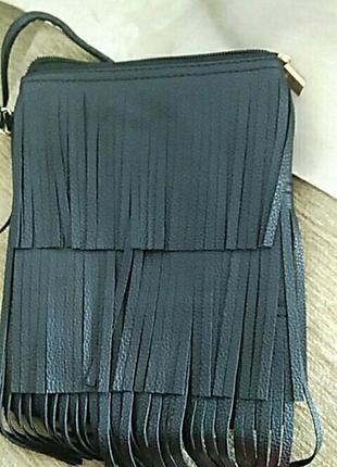 Стильная сумочка через плечо с бахромой