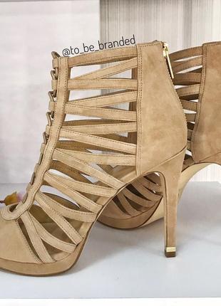 Бежевые замшевые босоножки на каблуке michael kors майкл корс оригинал