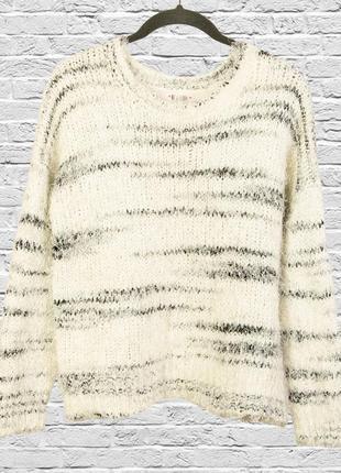 Пушистый свитер белый травка, свитер травка с полосками