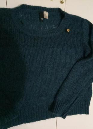 Укороченный свитер с шерстью очень красивого цвета