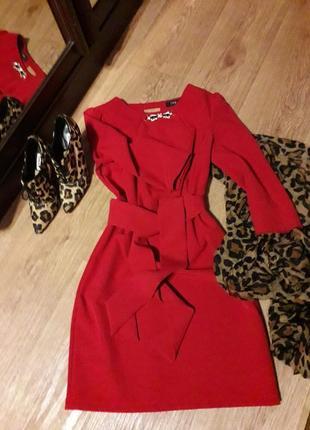 Платье  trg шикарного красного цвета