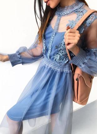 Нежное голубое фатиновое платье с кружевом