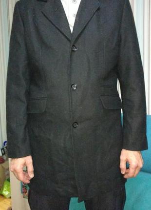 Полупальто мужское clockhouse черного цвета.