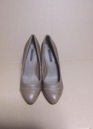 Кожаные туфельки на высоком каблуке