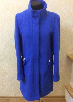 Шерстяное пальто василькового цвета новое