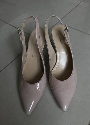 Туфли кожаные фирменные лаковые пудрового цвета gabor размер 38