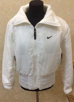 Фирменная куртка белая