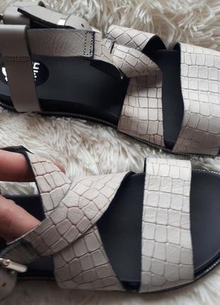 Очень класные кожаные сандалии 36,382