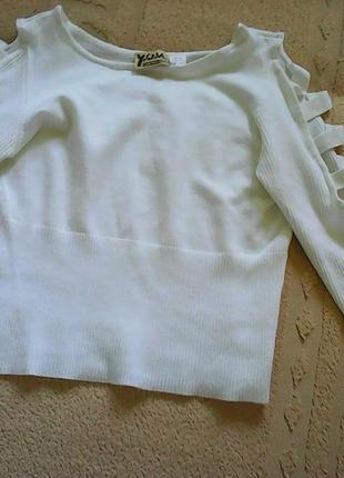 Нежно-белый летний свитерок