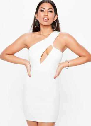 Вечернее коктейльное обегающее белое платье мини с вырезом на одно плече missguided