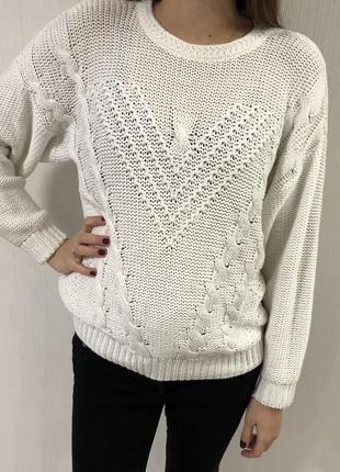 Белый свитер крупная вязка