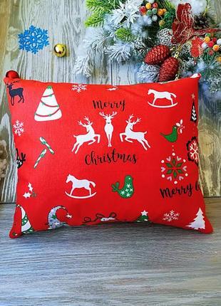 Подушка новогодняя красная разноцветные колпачки прямоугольная
