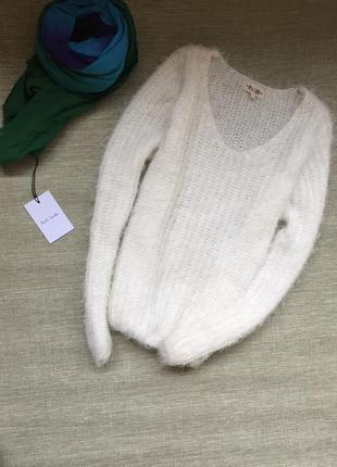 Милый пушистый свитерок