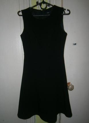 Маленькое черное классическое платье