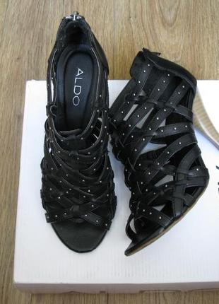 Черные босоножки с переплетами и заклепками aldo размер 37