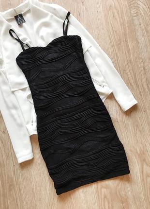 Чорне плаття з блискітками