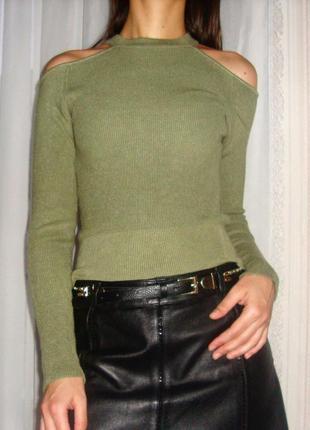 Zara 💔 безумно красивый свитерок, красивые вырезы на плечах, очень приятный к телу.