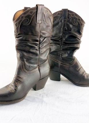 Коричневые ковбойские сапоги wrangler