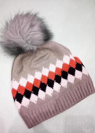Новая серая шапка-бини с помпоном и стразами