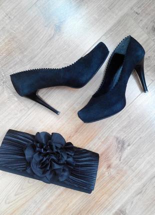 Туфли замшевые на каблуке 39 р.
