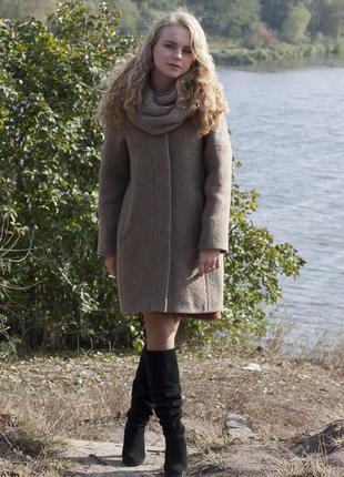 Красивое осеннее теплое пальто