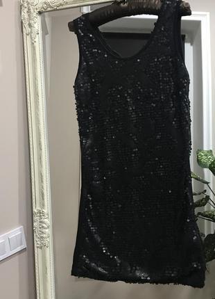 Маленькое чёрное платьице.