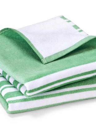 Яркое махровое полотенце 50х100см tcm tchibo2