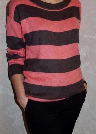 Красивый свитер,в составе шерсть и ангора