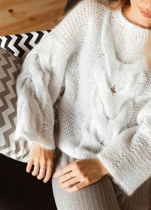 Белоснежный свитер в стиле оверсайз♥