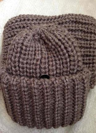 Трендовой вязаной набор шапка и снуд