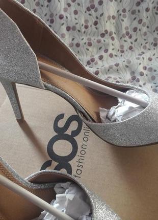 Чарівні туфлі asos