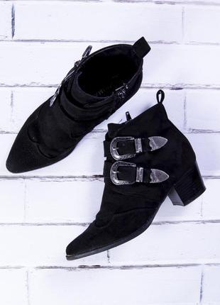 Черные казаки низкие, черные сапоги демисезонные с заостренным носком